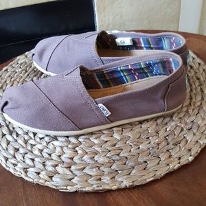 Toms slip on shoes size 8.5 LIKE NEW